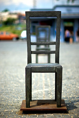 Holocaust Memorial Krakow, Chairs