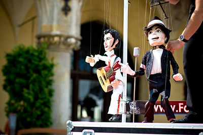 Michael Jackson and Elvis puppets, Krakow