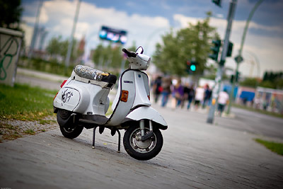 Vespa Berlin Wall